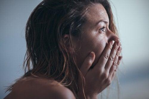 Kvinde lider af alvorlig depression