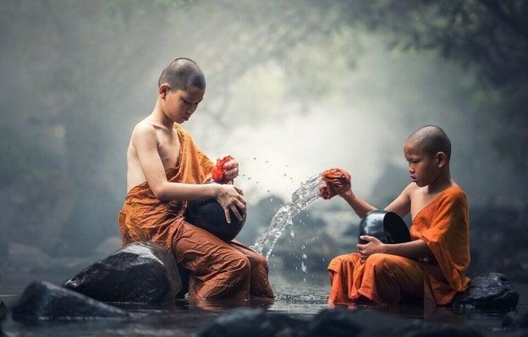 religion - buddhistiske munke starter tidligt