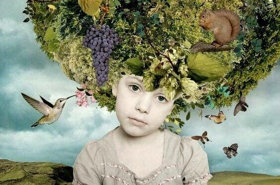Barn sidder med et helt træ på hovedet