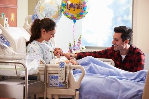 I barselsperioden kan faderen være usikker og føle sig malplaceret