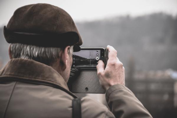 Velvære hos ældre kan ske gennem oplevelser og rejser.