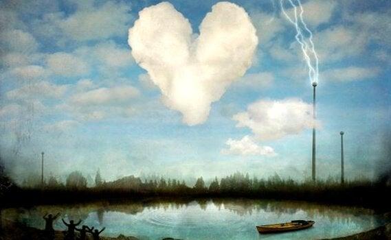 Hjerteformet sky over sø med båd