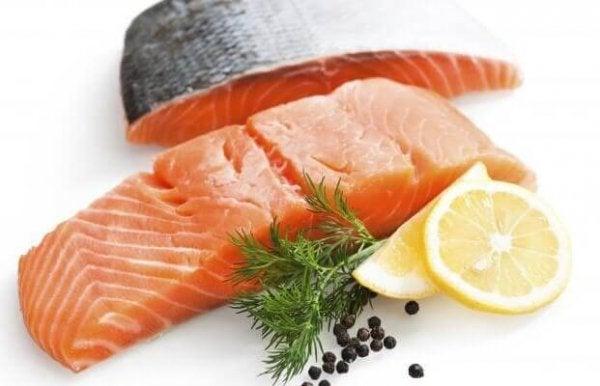 Du kan spise laks for at undgå mangel på B12-vitamin