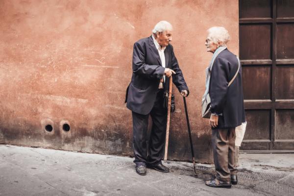 To ældre på vej nyder aktiv aldring