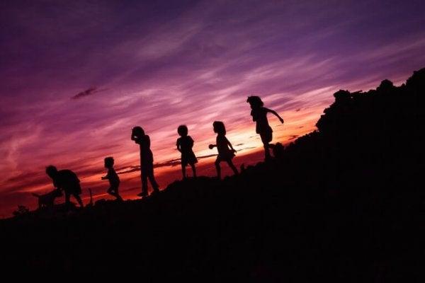 Børn løber om natten
