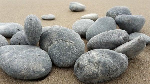 samling af sten på strand