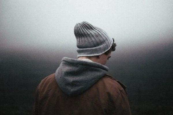 Trist mand alene