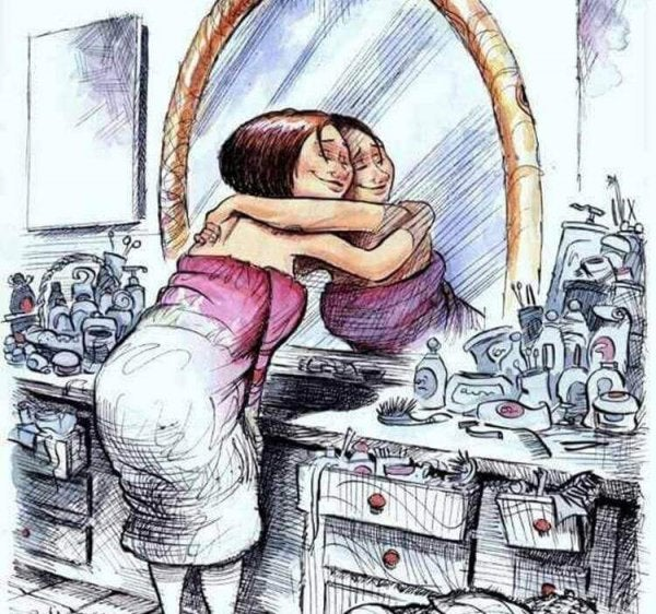 Kvinde omfavner sit eget spejlbillede. forelsket i dig selv