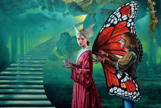 Kvinde med sommerfuglevinger har en god fantasi