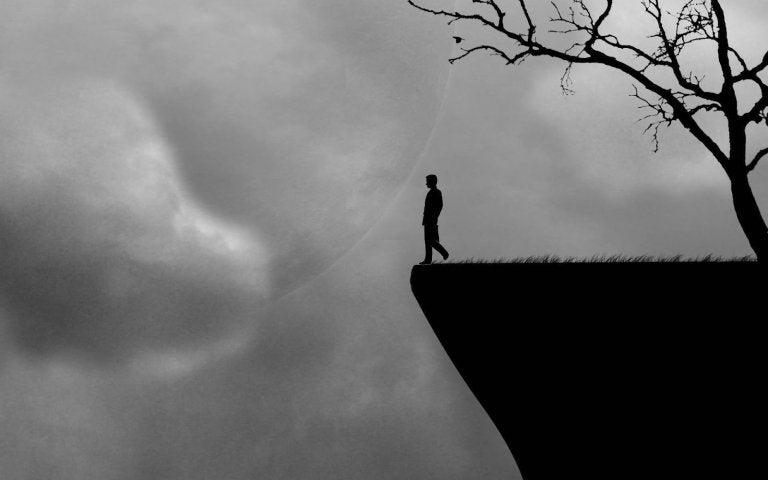 Mand på kant af klippe oplever, at rutiner holder os fanget