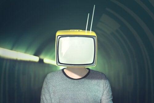mediekontrol i tv. noam chomsky