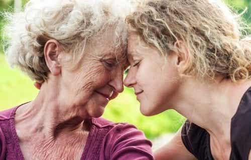 Sådan kan du hjælpe en trist ældre person