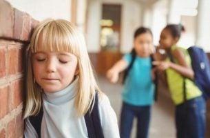 Barn bliver mobbet i skole