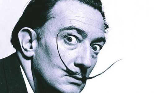 Salvador Dalí med hans lange skæg og gale blik i øjnene
