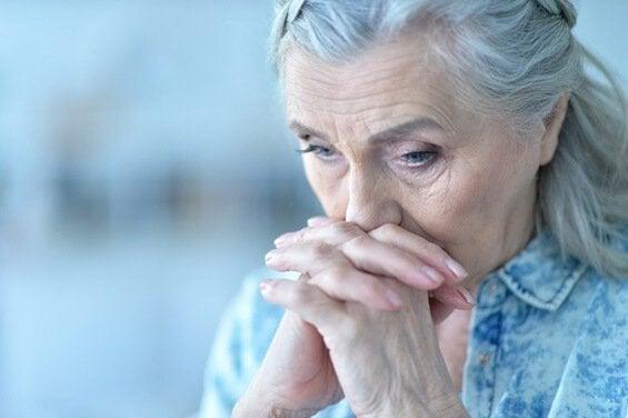 En trist ældre person