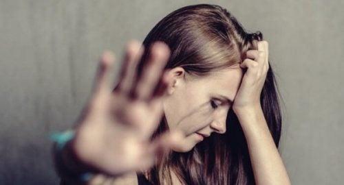Kvinde tager hånd op for at sige stop til vold i hjemmet