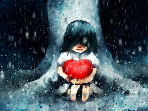 Pige krammer hjerte for at tro på sig selv