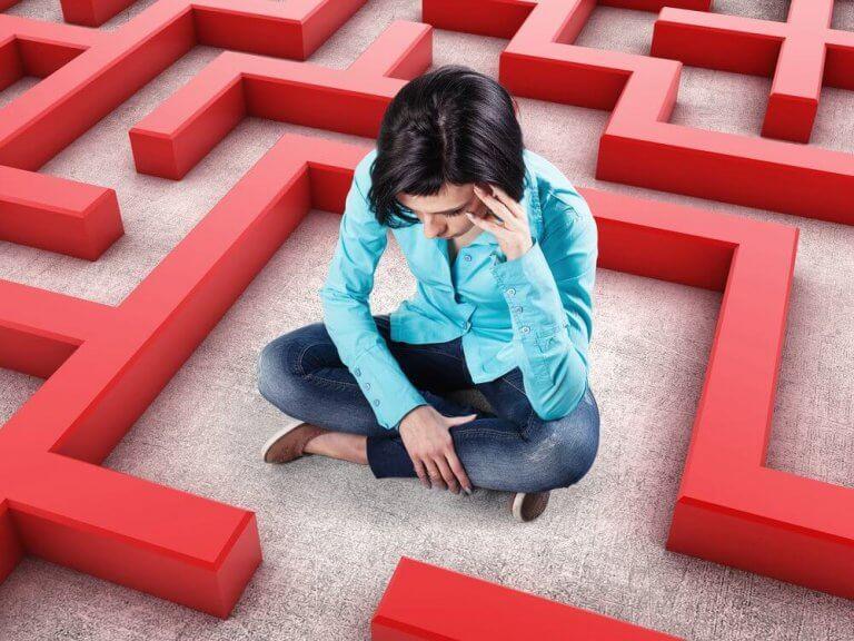 Kvinde i labyrint oplever patologisk angst