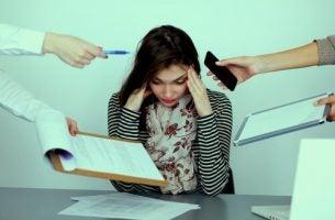 Kvinde ved at bryde sammen på grund af chikane på arbejdspladsen