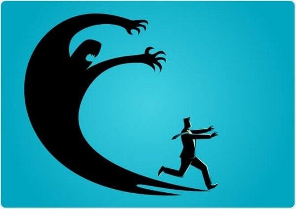 mand løber fra kæmpe skygge, der symboliserer myter om angst