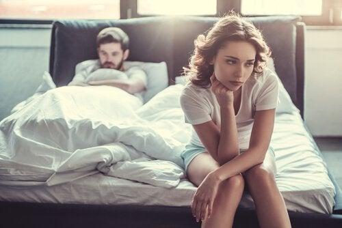 Par i seng er uvenner over sexfantasier om en anden