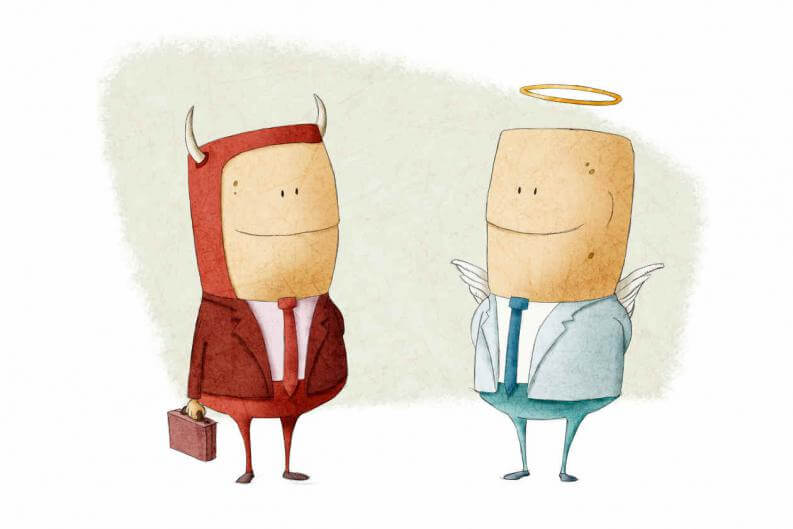 En djævel og en engel smiler til hinanden