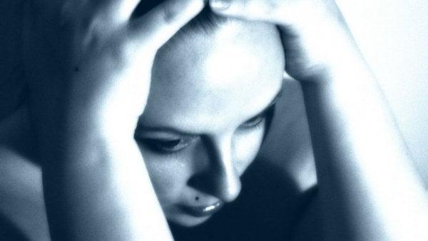 Kvinde med paranoid skizofreni