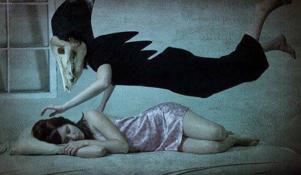 Kvinde oplever søvnlammelse