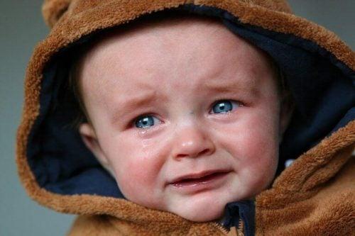 Baby med separationsangst græder