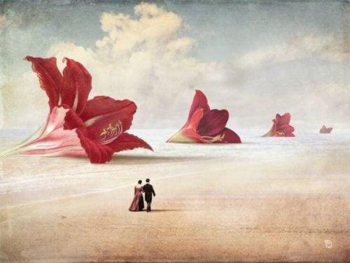 Par går i mellem store blomster og viser den romantiske kærlighed