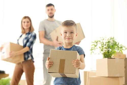 Børn elsker at blive inddraget i familiens arbejde.