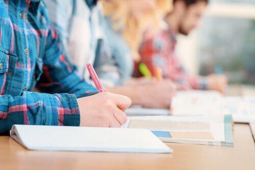 Find ud af, om eksamener evaluerer eleverne korrekt
