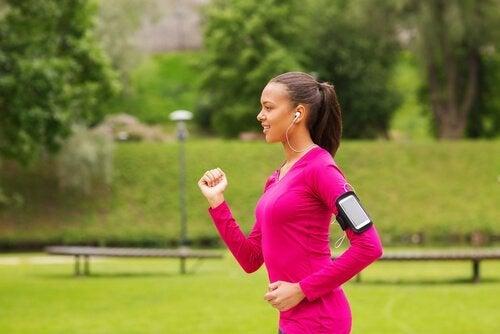 Der findes mange fordele ved power walking for dit mentale helbred