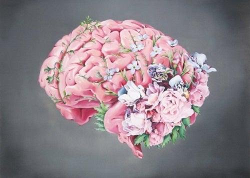 En hjerne med blomster på