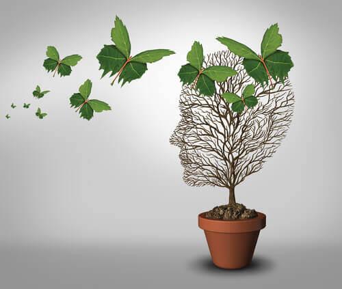 Træ formet som hoved med sommerfugle i form af blade