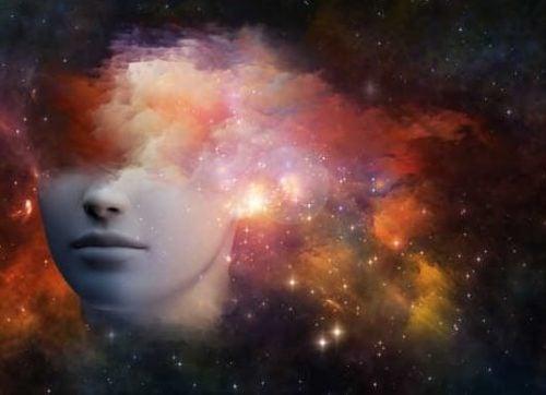 Den nederste del af et hoved i stort univers