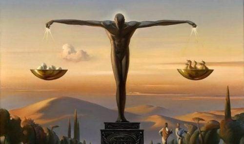 Statue, der balancerer autonomi og heteronomi