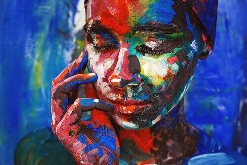 Maleri af kvinde, der rører ved sin kind