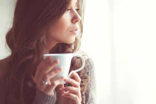6 slags beroligende te, som vil hjælpe dig til at slappe af