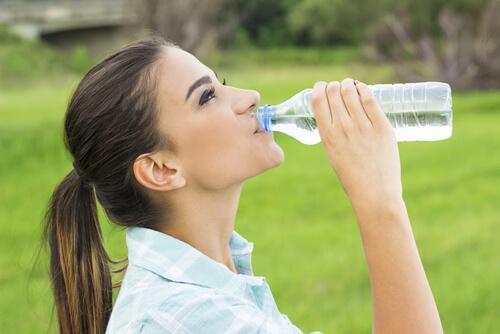 Kvinde formår at helbrede hovedpine med vand