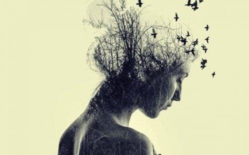 Kvinde med flakkende tanker