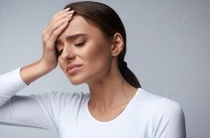 Kvinde vil prøve at helbrede hovedpine med vand