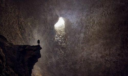 Mand i grotte har nået bunden