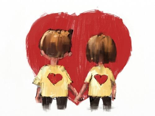 Et par holder i hånd foran hjerte