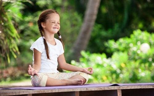 Meditation i barndommen – dyrkning af vores indre have fra en tidlig alder