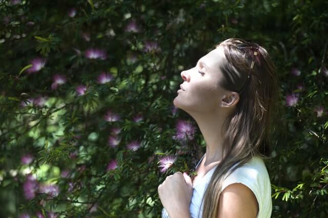 Vejrtrækningsøvelser kan give dig mere ro i hverdagen