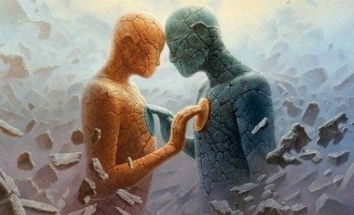 To stenfigurer, der rører ved hinanden
