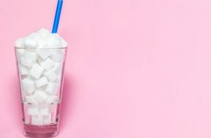 Glas fyldt med sukkerknalder