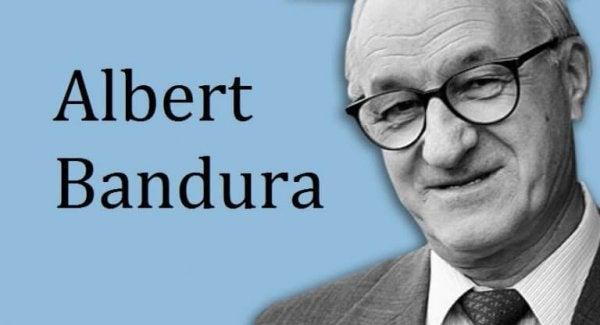 Albert Bandura er manden bag teorien om social indlæring