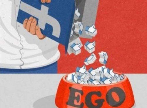 Facebook likes, der bliver hældt i en skål hvor der står 'ego'